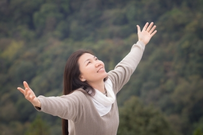 woman-outstretched-arms